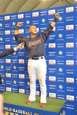 豪快に振り抜いた打球は左翼フェンス際まで飛んだ。中田の思いきりが日本に白星を呼びこんだ(撮影・森田達也)