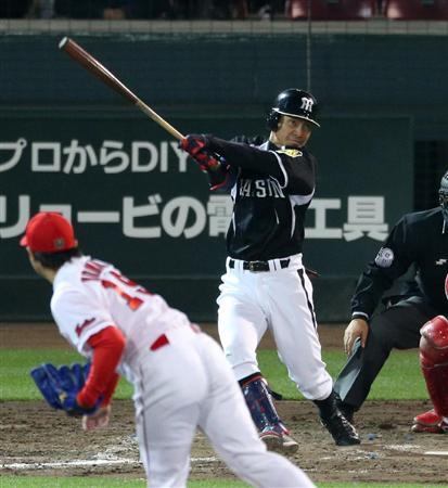 阪神・鳥谷、や~っと初V打&4出塁!好調打線のつなぎ役(5) 5回、適時二塁打を放つ阪神・鳥谷=