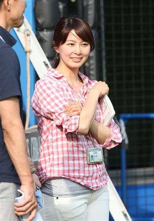 ピンクシャツでキュートな杉浦友紀。