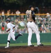 1回、オリックス・糸井から2点本塁打を浴びる日本ハム・新垣=わかさスタジアム京都(撮影・鳥越瑞絵)