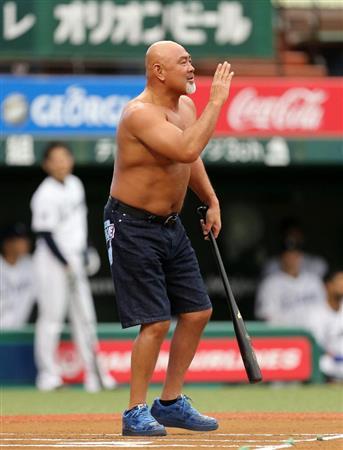 武藤敬司、後輩の西武・田辺監督と対決でユニホーム脱ぎ捨て怒り爆発 ...