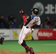 日本ハム・岡、死球に激高!中崎...