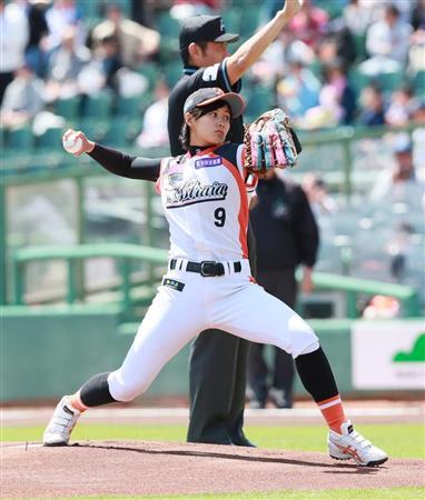 女子プロ野球の加藤優がオリックス戦で始球式 西武・秋山に高め