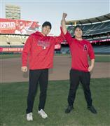 Otani (left) meets the Angel Stadium. I was immersed in Suwon's interpreter and pleasure accompanying the pleasures of the Japanese hamster (provided with Angels Baseball · cooperation)