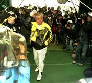 1999年の春季キャンプ。野村監督はグラウンドのBGMにクラシックをかけたが…