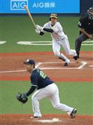 6回、適時三塁打を放つ阪神・近本=京セラドーム大阪(撮影・門井聡)