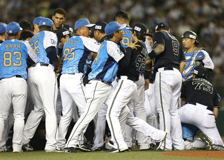オリ・佐竹コーチが退場、西武・森脇が若月に3つ目の死球 - 野球 ...