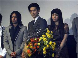 「イキガミ」披露会見で松田の誕生日を祝福