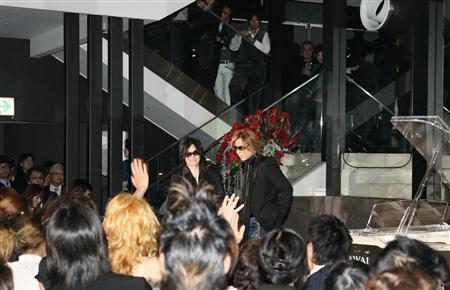 YOSHIKIイベント、TOSHIが生歌(2)