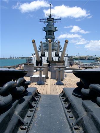 VAMPS、戦艦ミズーリ号甲板ライブ(5)