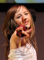 インターネット動画投稿サイトで爆発的な人気を呼んでいるイギリス・マン島在住の美少女、ベッキー・クルーエル(14)