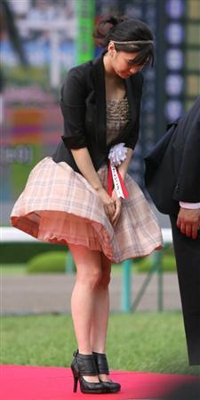 続・めくれるスカートを必死で抑える女性フェチYouTube動画>18本 dailymotion>1本 ->画像>213枚