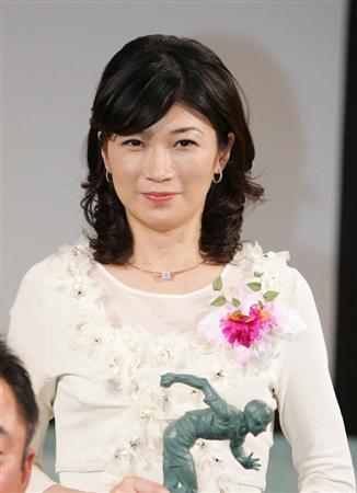 NHK青山祐子アナ結婚「覚悟決めた」 : 【祝・結婚】青山祐子の美脚画像:NHKの女子アナでバス