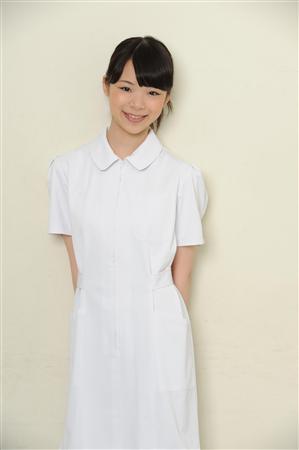 【写真】看護師役を演じる趣里