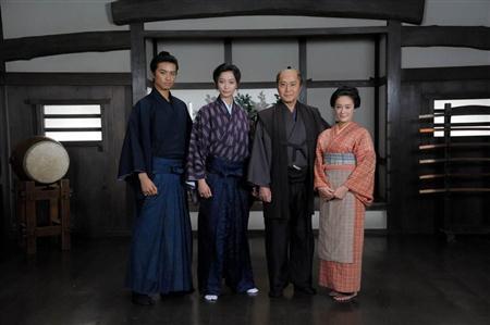 http://www.sanspo.com/geino/images/20120531/oth12053105060012-p2.jpg