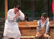 花紀京、岡八郎名コンビを演じる右から内場勝則、千原せいじ