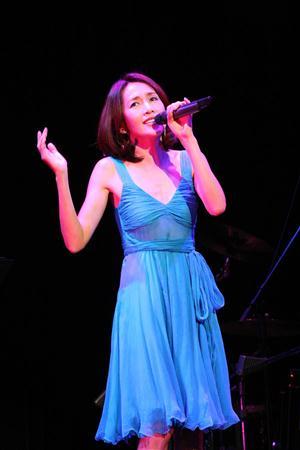 http://www.sanspo.com/geino/images/20121104/oth12110416070020-p1.jpg