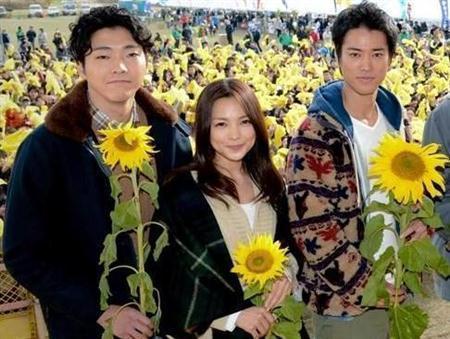 http://www.sanspo.com/geino/images/20121202/joh12120205050001-p1.jpg