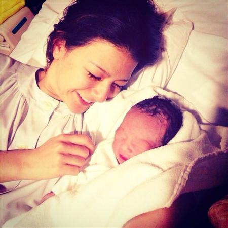 出産直後のスザンヌ