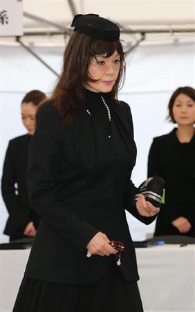 工藤静香、渡邉有三さん遺影に涙...