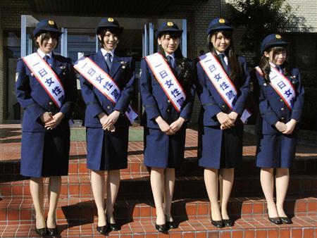 SKE竹内らが一日警察官 正しい110番PR  一日女性警察官を務めたアイドルグループ「SKE4