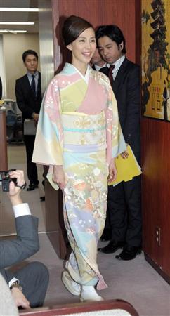 木村佳乃ママ、娘のために「毎日きのこを使った料理」(5) 林芳正農林水産大臣を表敬訪問した木村佳