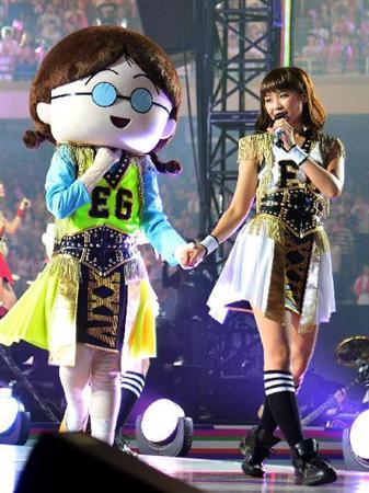 E-girls「まる子」と歌って踊った!Ami「泣きそう