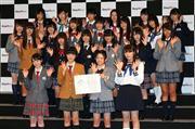 記念撮影に臨む欅坂46のメンバー =東京・港区 (撮影・山田俊介)