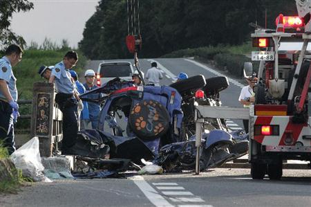 自転車の 自転車 衝突 対応 : 大破した車両と事故現場を ...