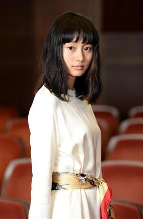 ファッションモデルの忽那汐里さん