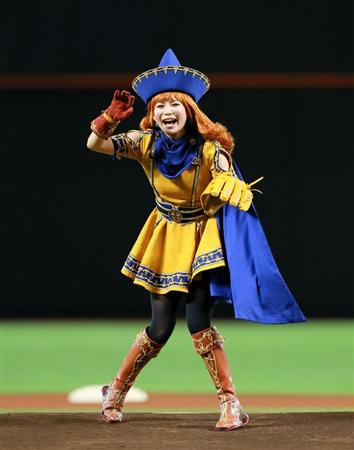 アリーナ姫の姿で始球式に出る中川翔子
