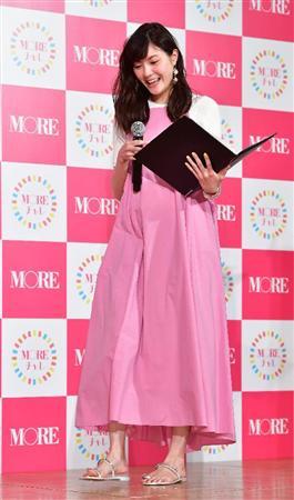 洋服が素敵な佐藤栞里さん
