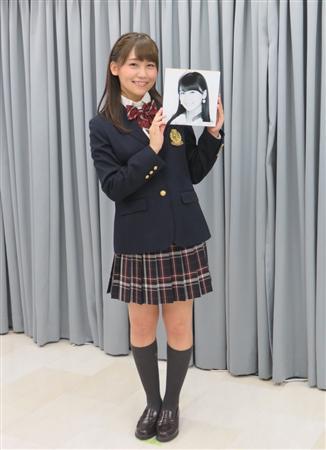 制服姿の小嶋真子さん