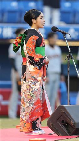 城南海、初の国歌独唱「97点」新川優愛はノーバン始球式「65点」