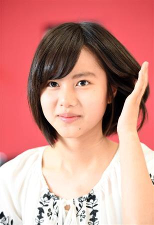 松風理咲髪を掻き上げる