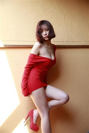 真っ赤なセクシー岡田紗佳