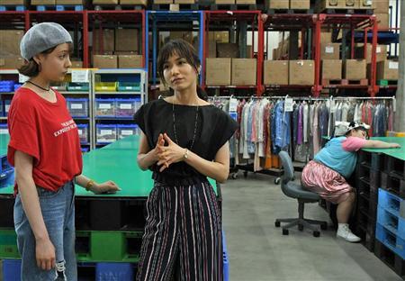 「カンナさーん!」内で倉庫で疲れた顔をする山口紗弥加