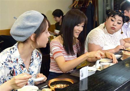 「カンナさーん!」内で笑顔で話しながらご飯を食べる山口紗弥加