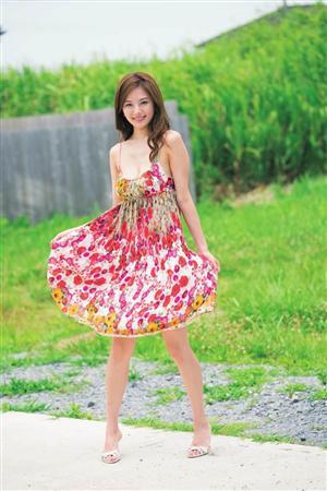 ミニスカート姿の皆藤愛子さん
