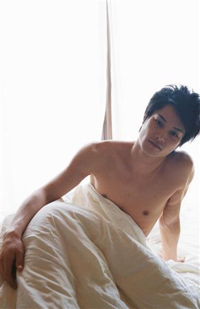 寝起きのような鈴木伸之の高画質画像