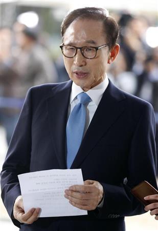 李明博元大統領が検察出頭 収賄容疑、逮捕状請求も
