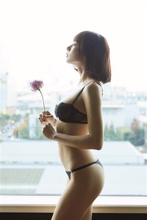 岡田紗佳さんのビキニ