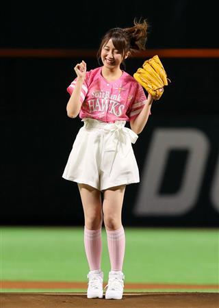 ミニスカート姿の衛藤美彩さん