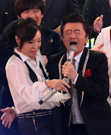 紅白歌手別視聴率 1位はサザン伝説シーン tv初歌唱の米津玄師2位