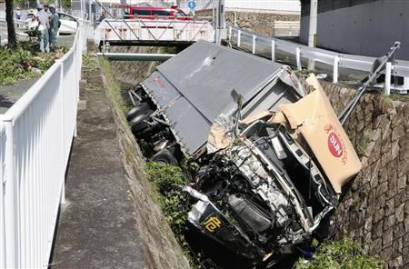 トラック暴走で運転手が死亡…7人重軽傷