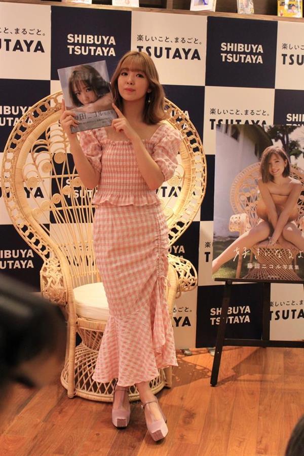 tsutaya 写真 集 コーナー