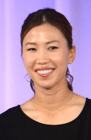 「上田桃子 首のシワ」の画像検索結果