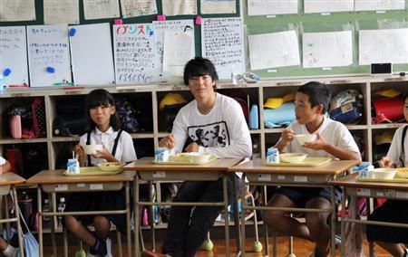 遼、熊本地震で被災した小学校訪問「子供は元気でパワフル」