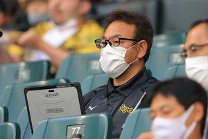 谷中氏はかつて松坂大輔の影武者を務めた。今はスコアラーとして虎を陰から支える