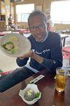 下船後は船宿2階に併営する料理店でランチ。松本アナはカワハギのお刺し身や生シラスに舌鼓